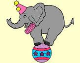 Dibujo Elefante encima de una pelota pintado por gamiz