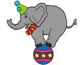 Dibujo Elefante encima de una pelota pintado por belug