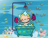 Niño en la ducha
