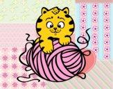 Gato con ovillo de lana