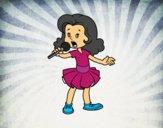 Una niña cantando