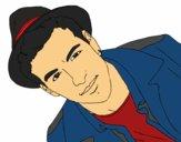 Mario Casas con un sombrero