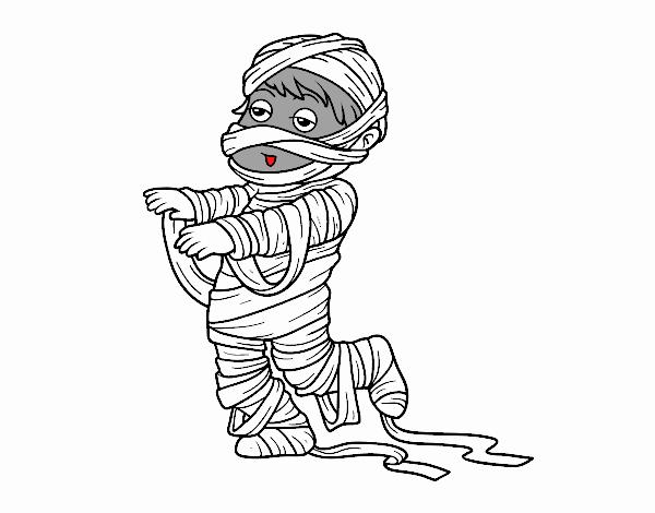 un niño disfrazado de momia