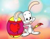 Conejo pintando un huevo