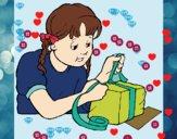 Envolviendo regalo