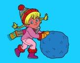 Niña con gran bola de nieve