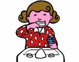 Niña cepillándose los dientes