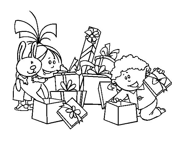 Niño Abriendo Un Regalo Dibujos Para Pintar: Dibujo De Los Niños Y Los Regalos Para Colorear
