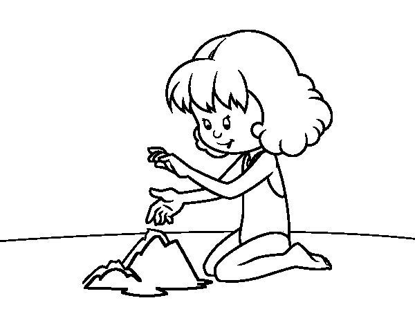 Dibujo de Niña haciendo un castillo de arena para Colorear